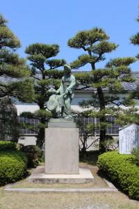 傾城阿波鳴門・お弓とお鶴の像