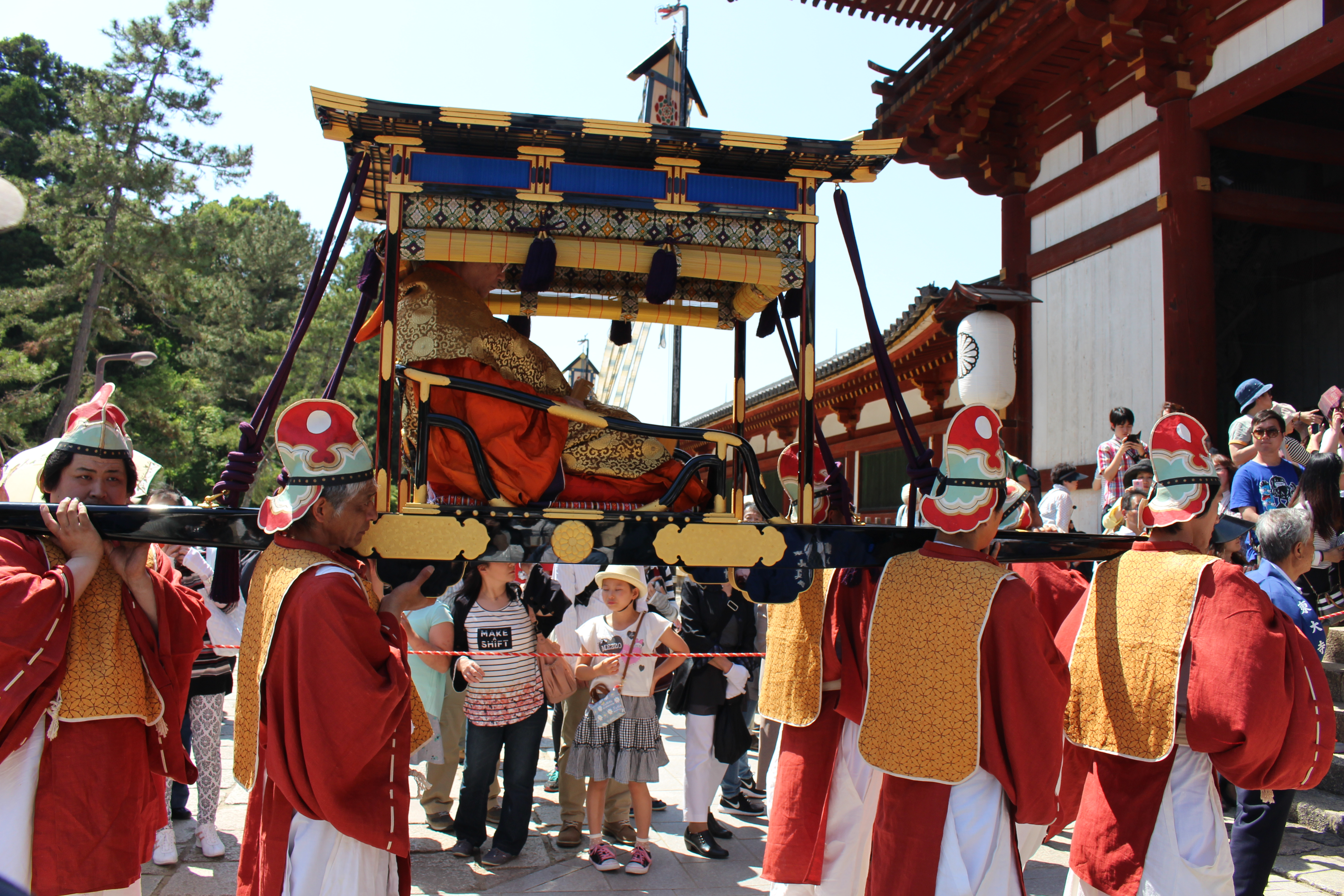 聖武天皇祭行列(輿側面)